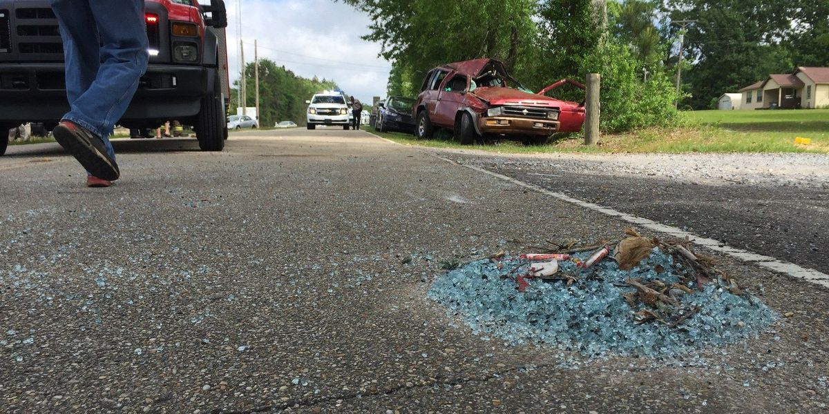 Two injured in McLaurin wreck