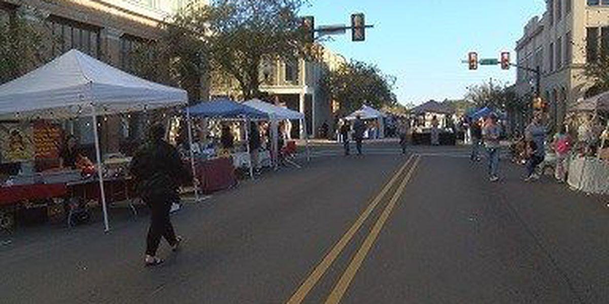 Downtown merchants meet holiday shoppers during Art Walk