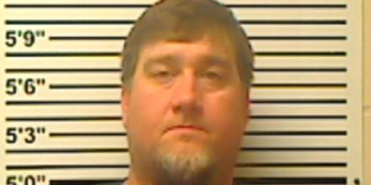 Sheriff: Softball coach charged with embezzling from team