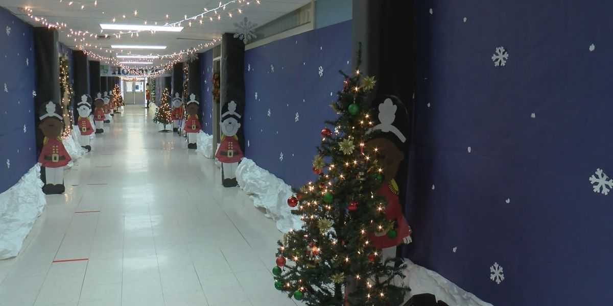Oak Park Elementary deck the halls for Christmas