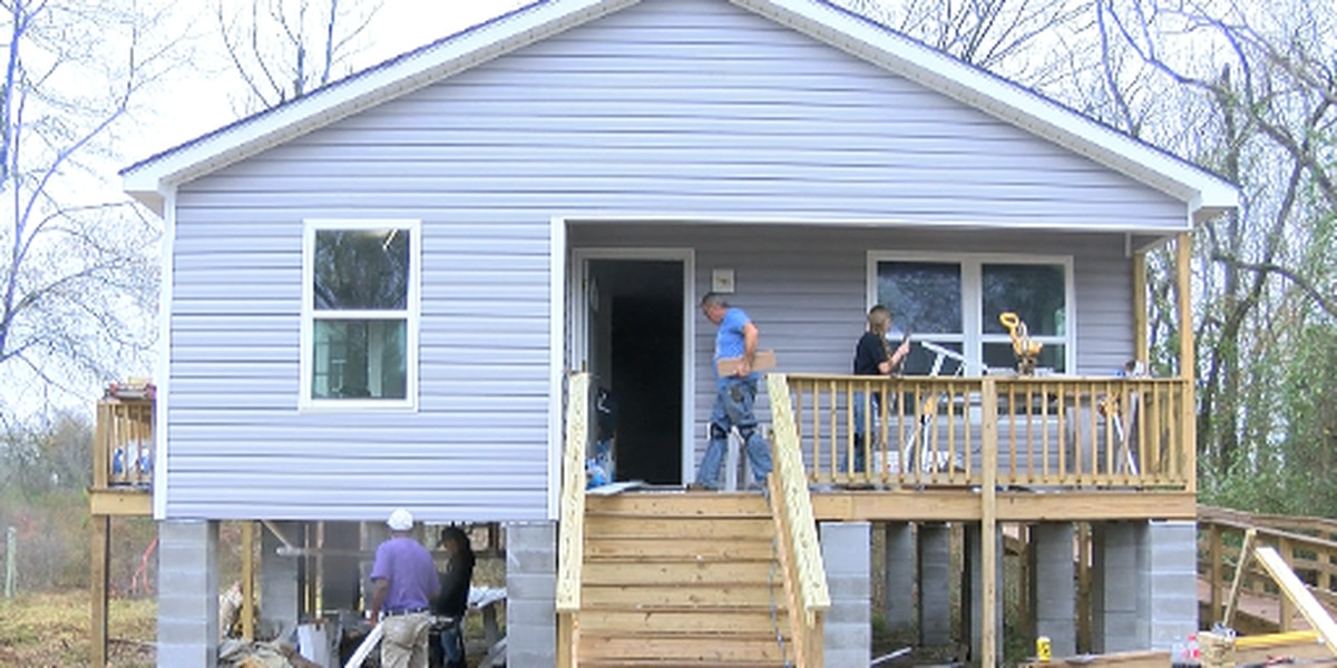 R3SM partners up with project Christmas house to rebuild a home.