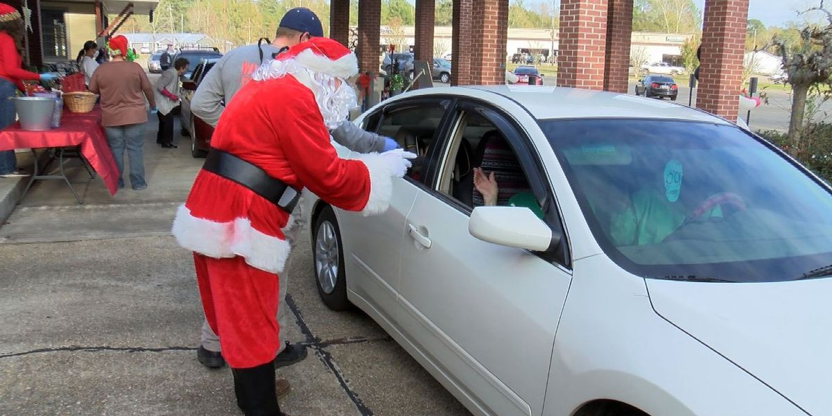 Drive-Thru Santa Dash held at the Waynesboro library