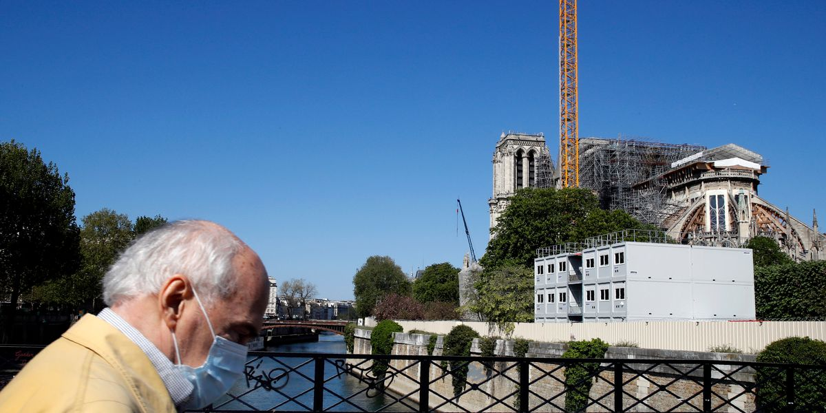 Restorers remove dangerous Notre Dame cathedral scaffolding