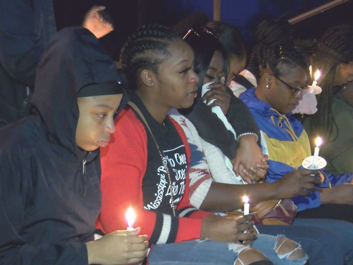 Vigil held for Ellisville teen killed in shooting