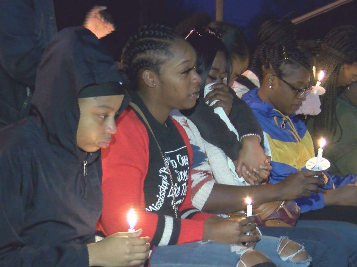 Vigil held for Ellisville teen killed in shooting