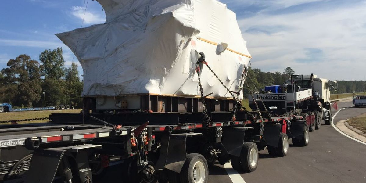 Truck carrying large engine travels through Hattiesburg