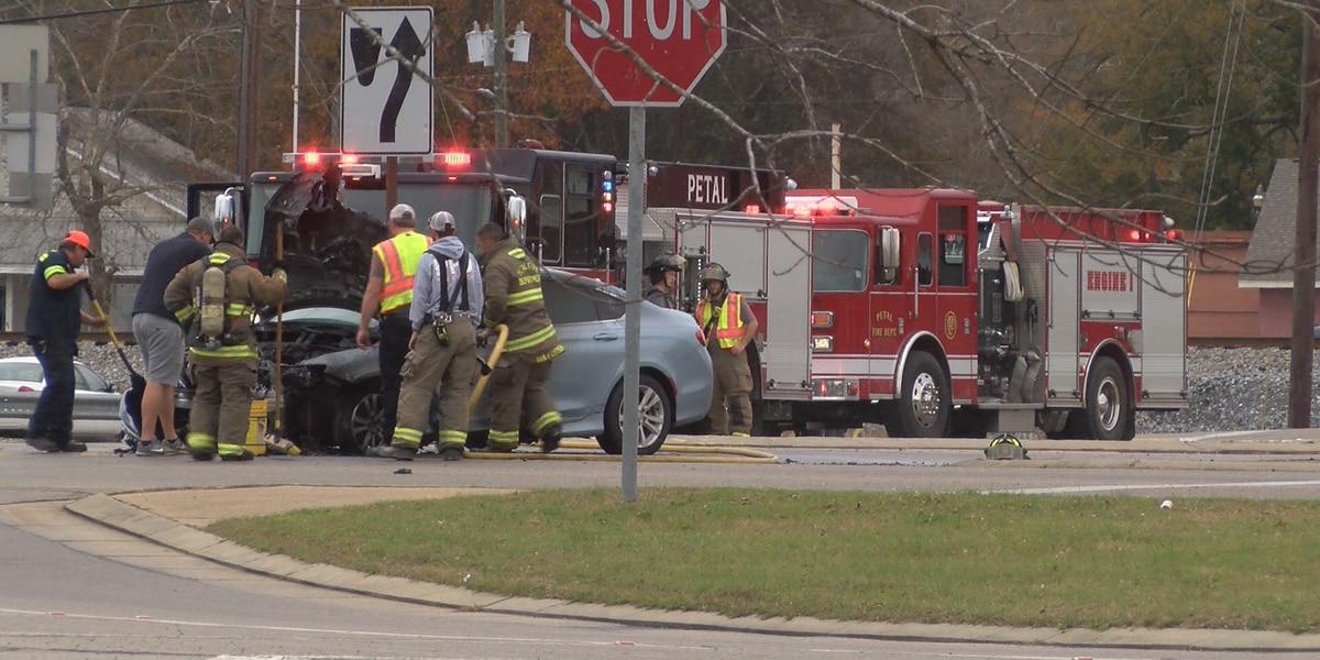 Busy Petal intersection blocked briefly due to car fire