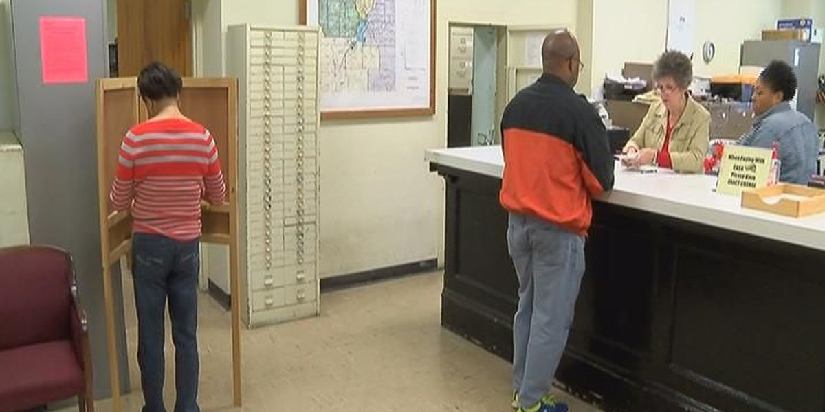 Circuit clerks open for last day of absentee voting in-person