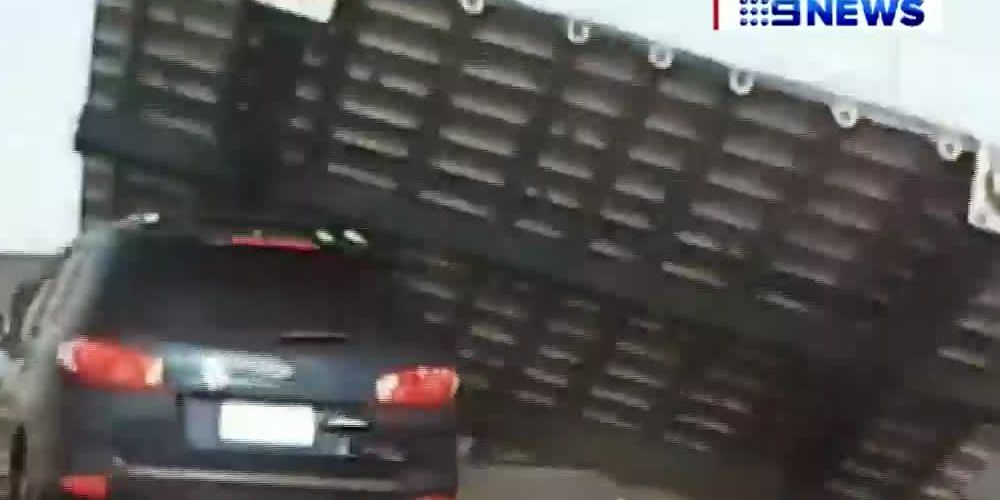 Video: Road sign falls on vehicle, injuring woman in Australia