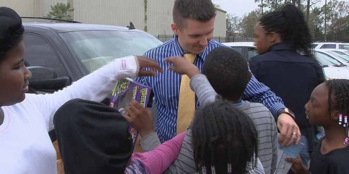 Hattiesburg police deliver toys to Hub City kids