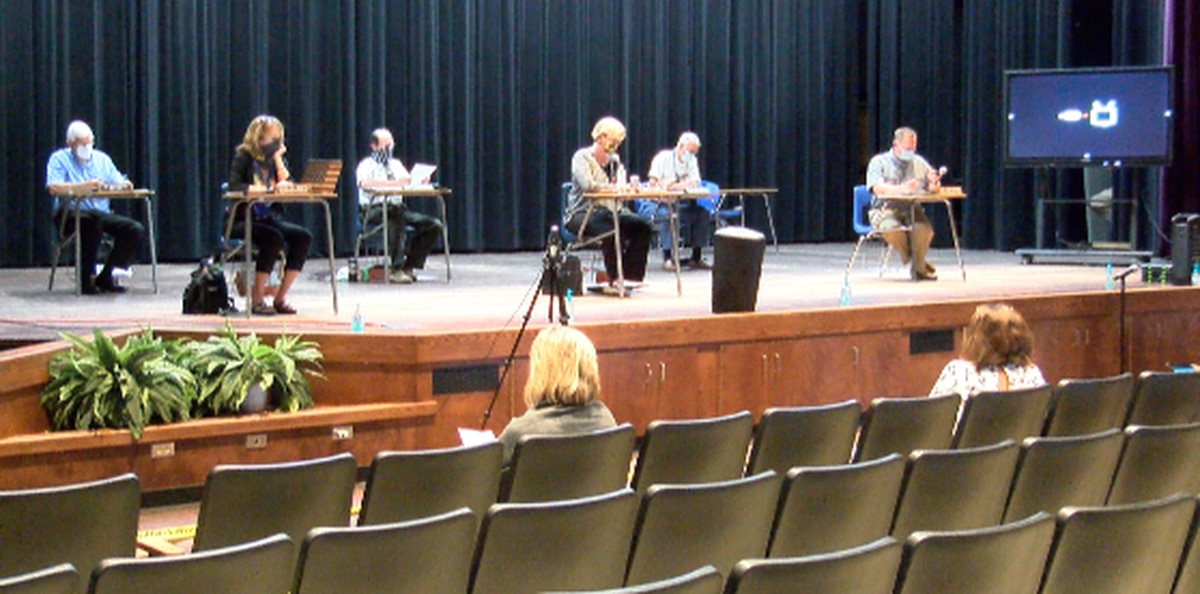 Lamar County School District discusses reopening plans