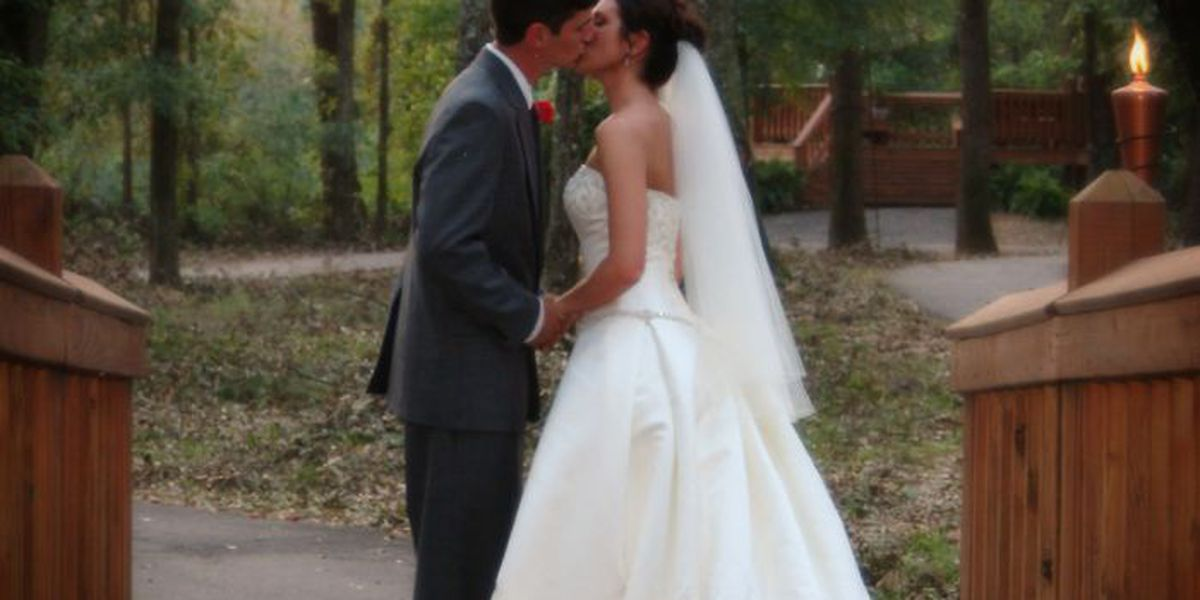 Mississippi couple marries in Katrina rubble