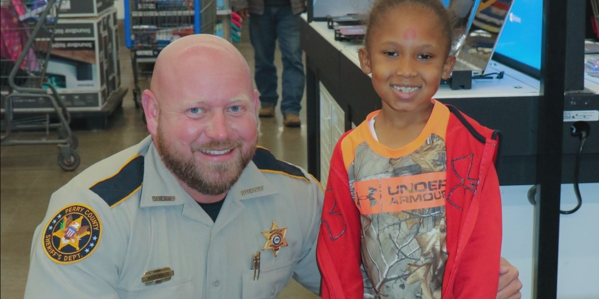 """Perry County Sheriff's Dept. hosts annual """"Shop with a Cop"""""""