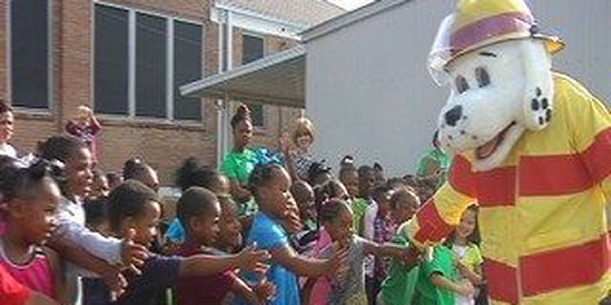 Collins Kindergarten students get lesson in fire safety