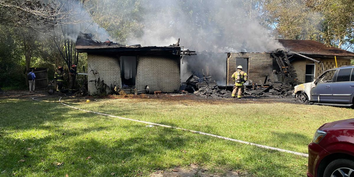 Fire destroys Sumrall home, sends 1 to hospital