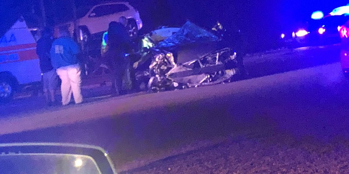 Man killed in overnight crash in Hattiesburg