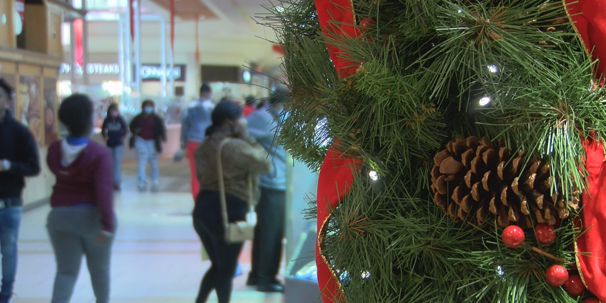 Last-minute Christmas shoppers look for bargains at Turtle Creek Mall