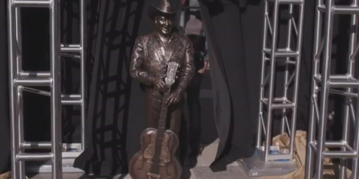 Columbia man recognized for sculptures unveiled at Nashville ceremony