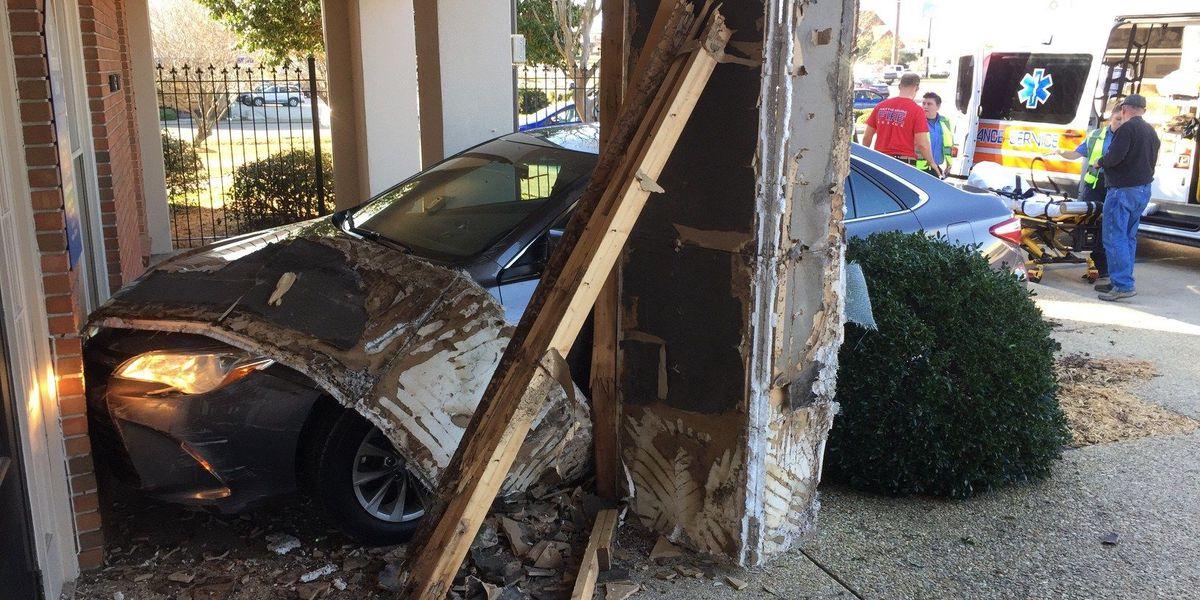Car narrowly avoids crashing into Hub City bank