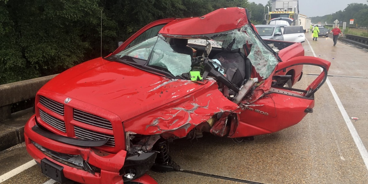 6-vehicle pileup in Jones County injures 2 people