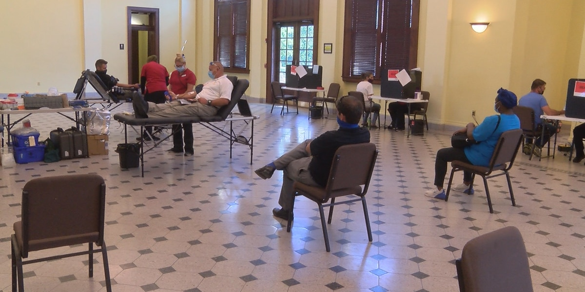 Hattiesburg employees donate blood for Make a Difference Week