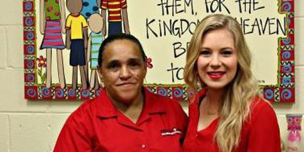 Miss University of Southern Mississippi makes book donation to local shelter