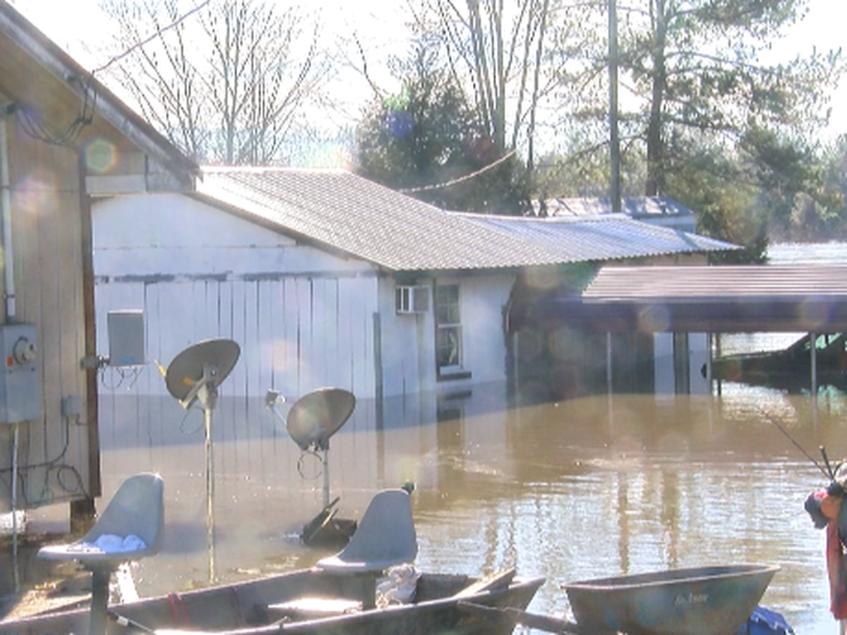 Families leave before flood waters get worse