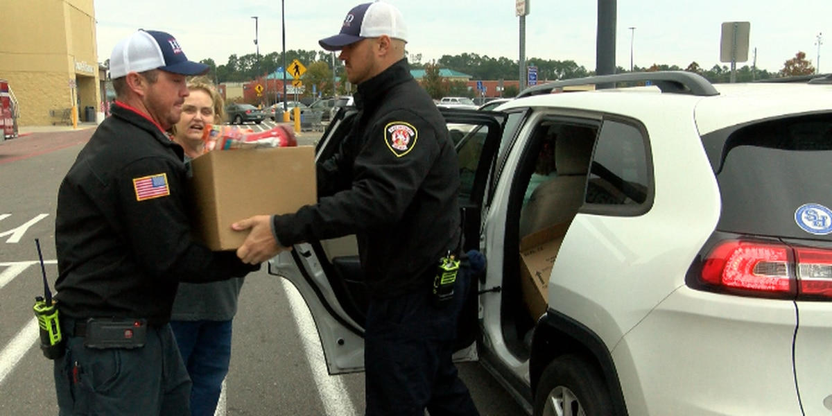 HPD, HFD partner with Edwards Street Fellowship Food Pantry ahead of holiday season