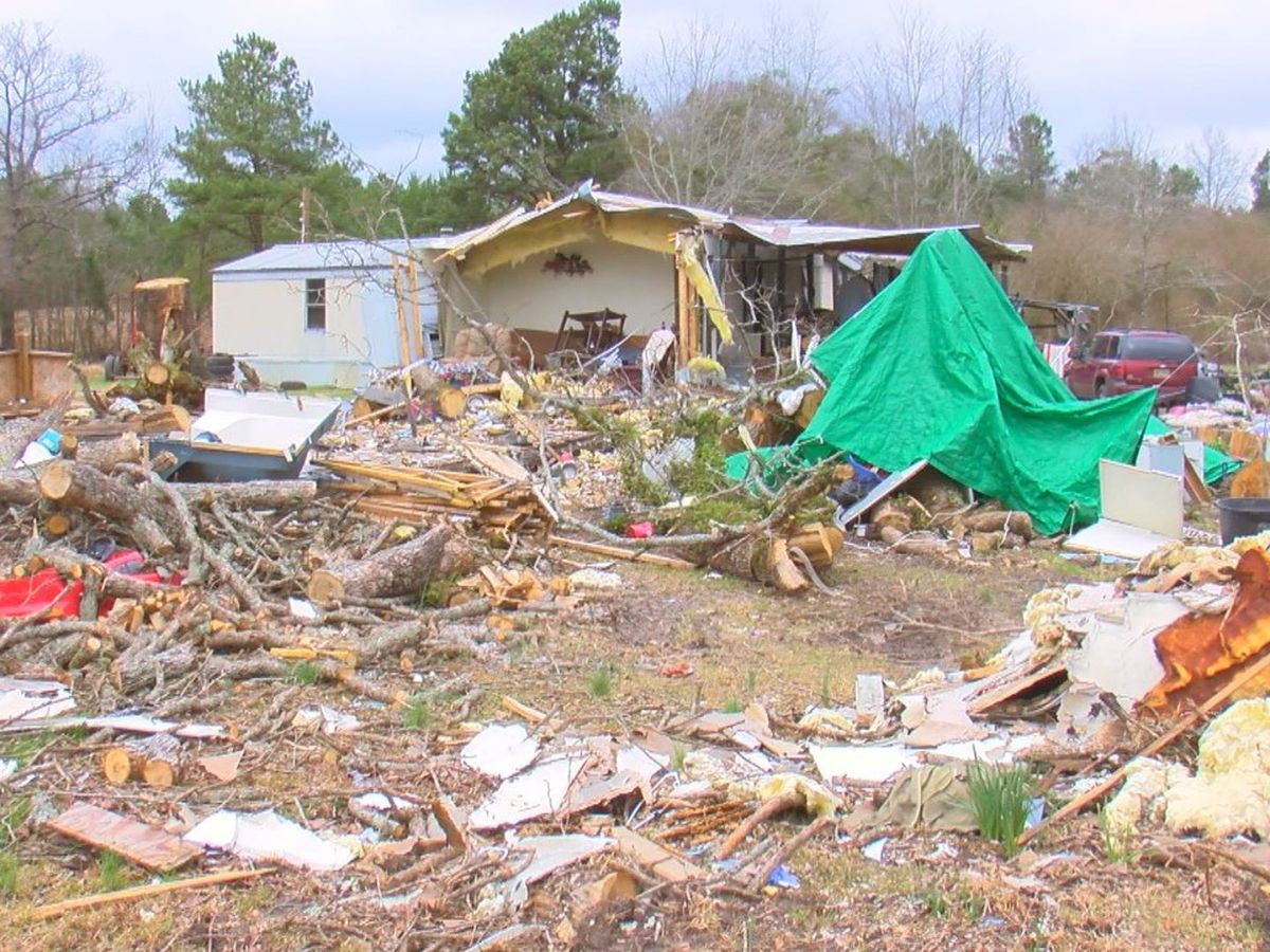 Community reaches out to help Jones County tornado victim