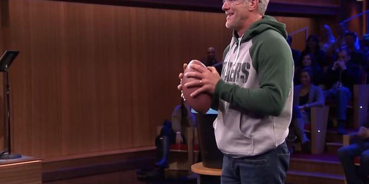 Brett Favre smashes plates with Fallon on Tonight Show
