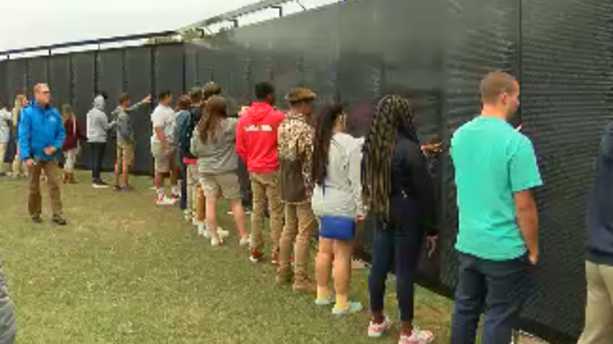 The Wall That Heals opens to visitors in Columbia