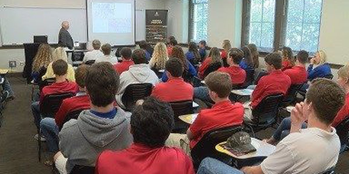 Simpson students get Vietnam lecture from USM scholar