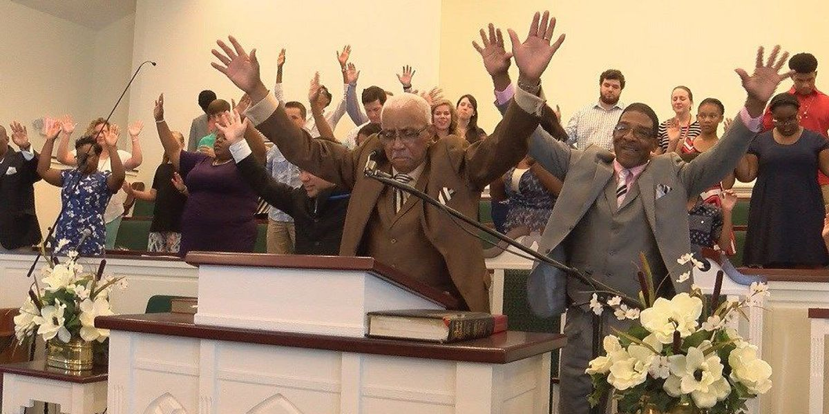 Petal Churches join together in prayer after Baton Rouge Shootings