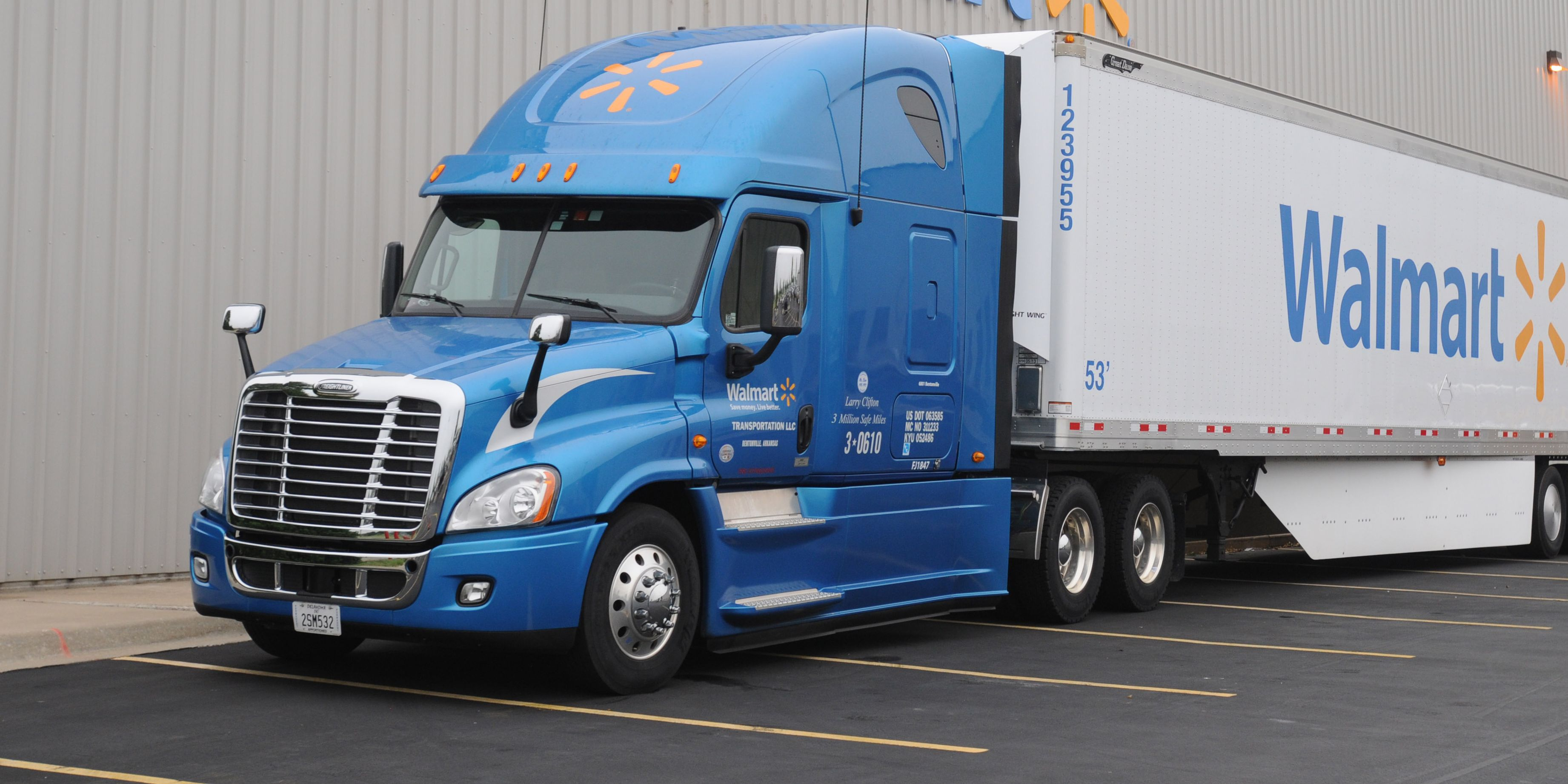 Walmart wants to hire more truck drivers, and they're increasing pay to do it