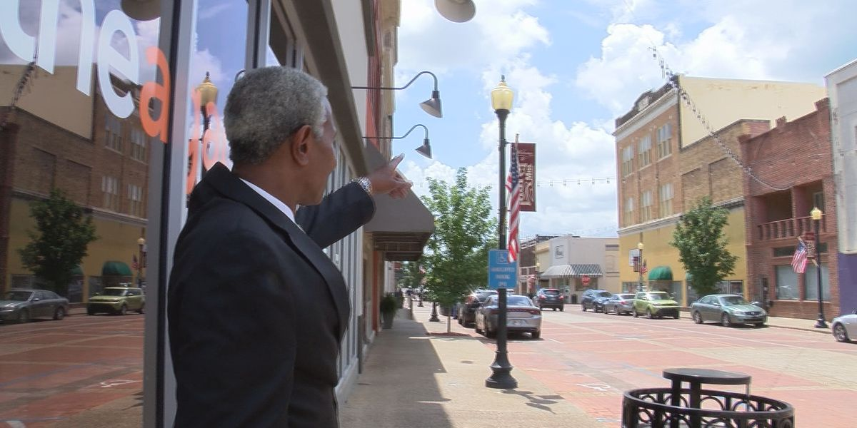 Laurel mayor reflects on past with Mississippi flag