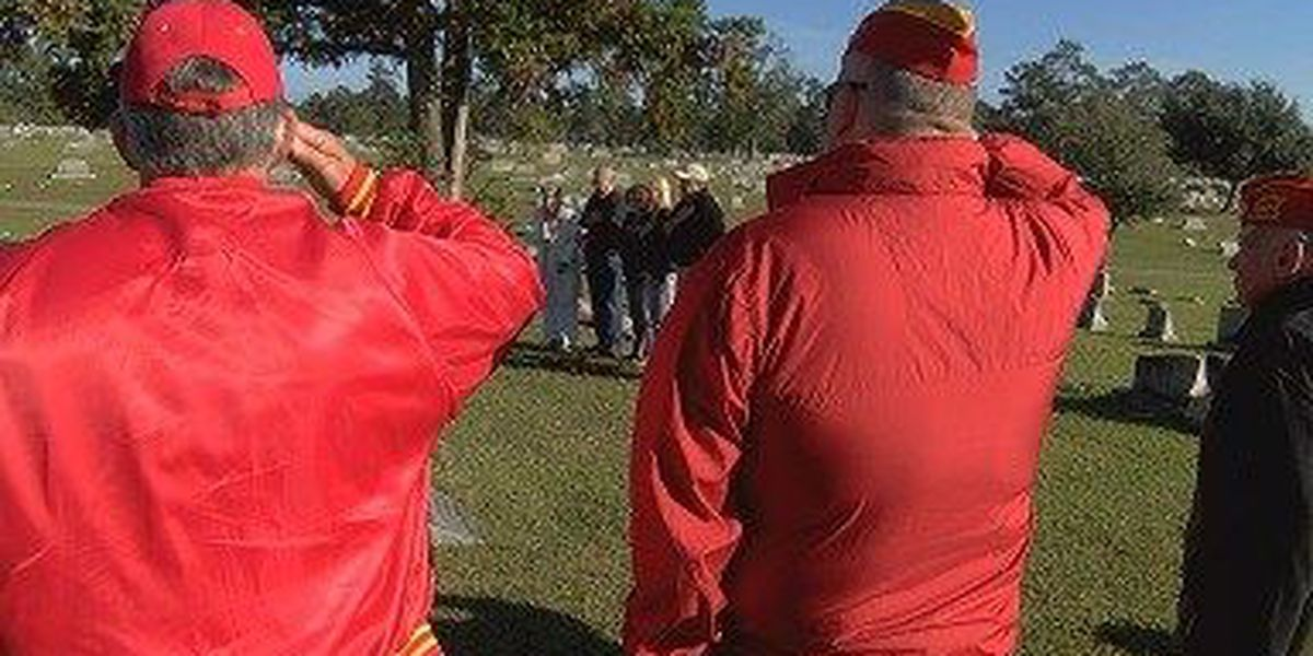 Veterans group honors Medal of Honor recipients in graveside services