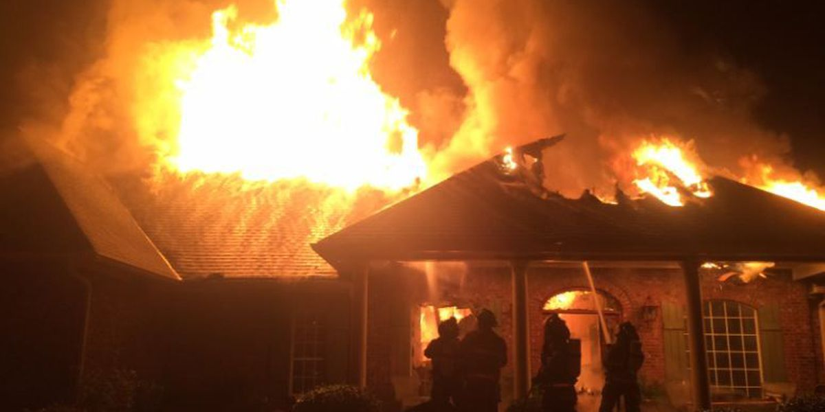 Residents escape early morning Lamar County house fire