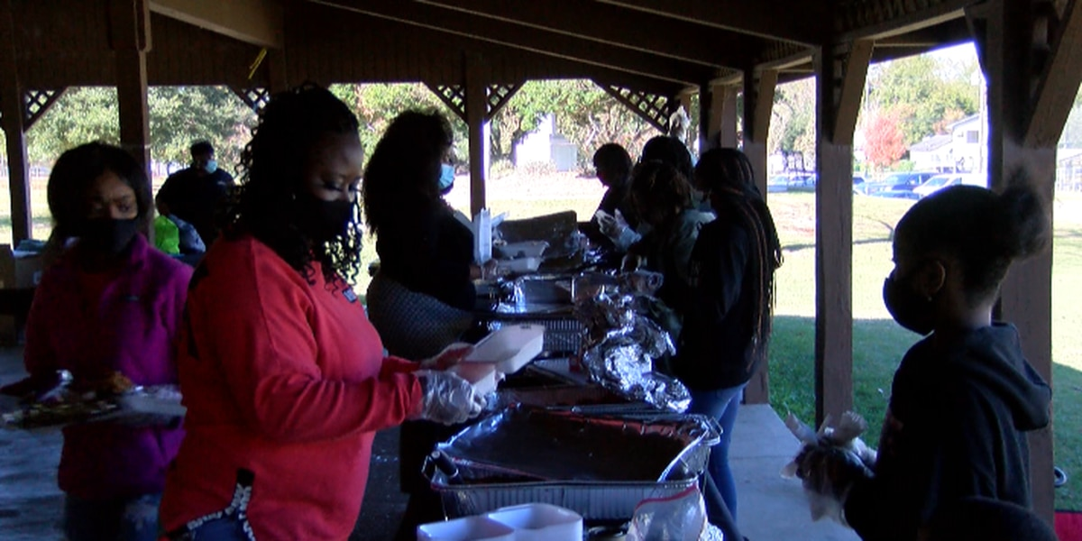 Free coats, food handed out during Thanksgiving Takeaway in Hattiesburg