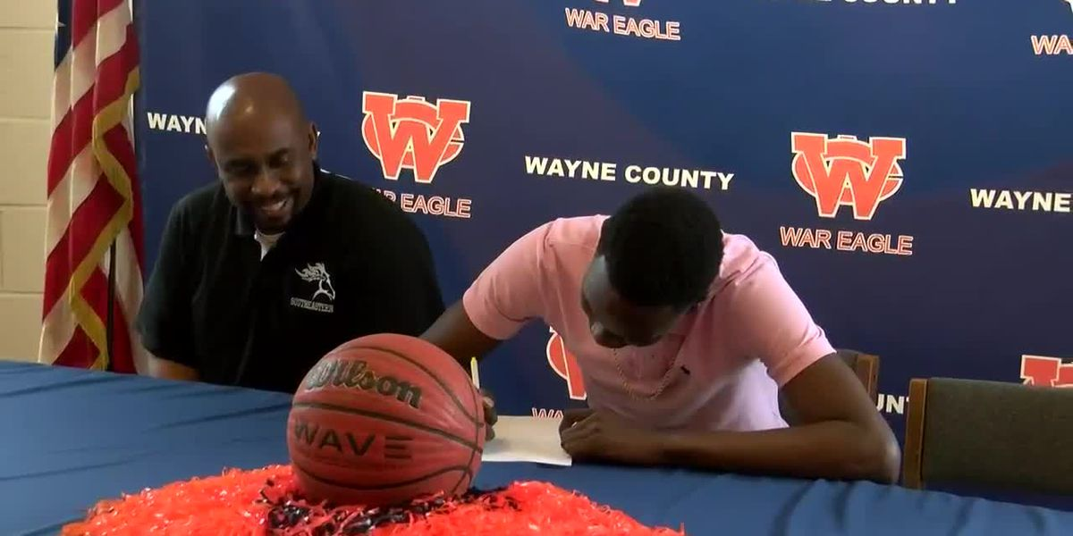 Southeastern Baptist signs Wayne County forward