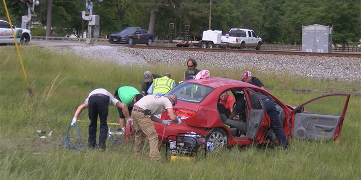 Two injured in Hwy 11 wreck in Forrest County