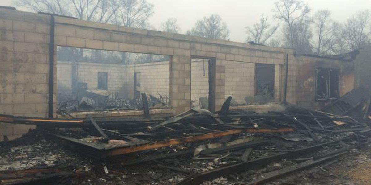 Morning fire destroys popular Lamar County restaurant