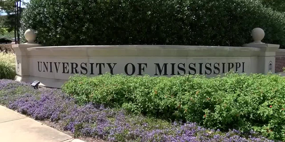 What consequences could Mississippi college students face for not following COVID-19 guidelines?