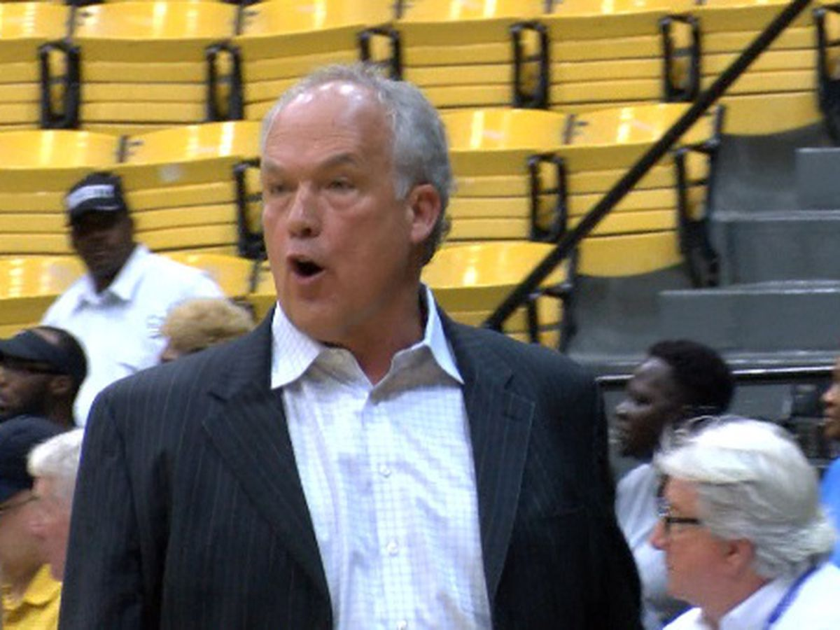 Doc Sadler steps down as USM men's basketball coach
