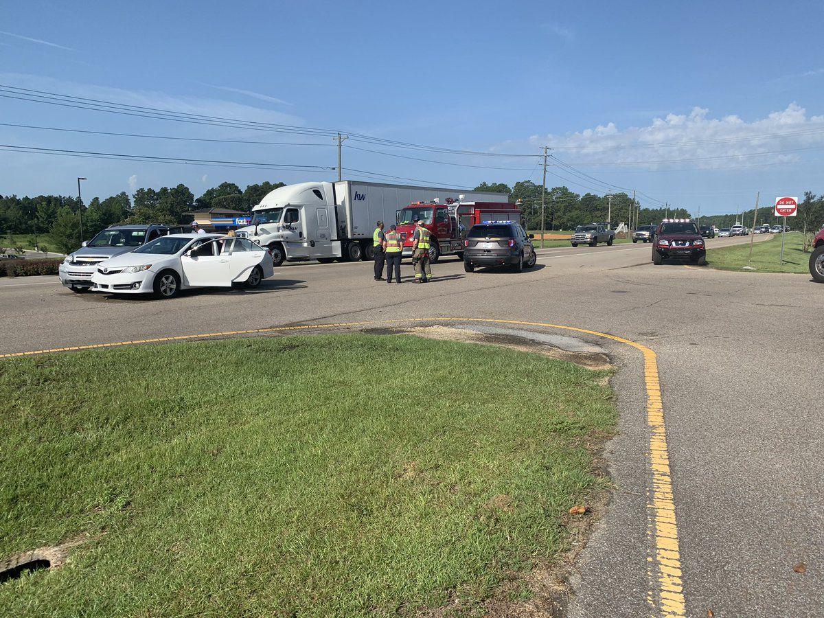 All eastbound lanes reopen after crash on Highway 98