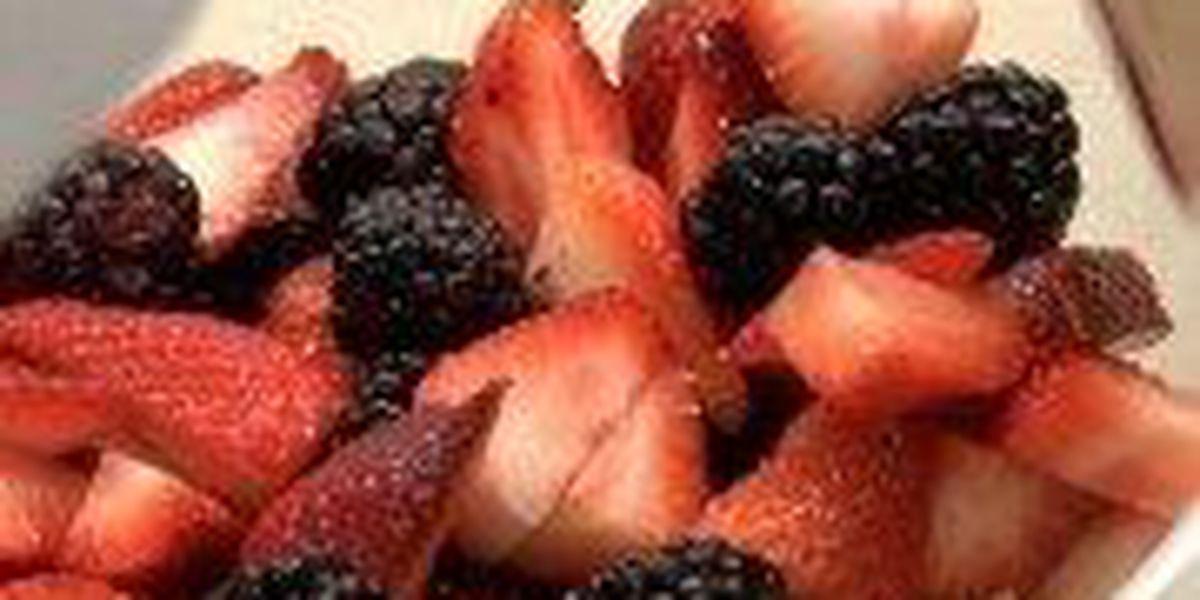 Hattiesburg dietitian prepares fruit salad to ease allergies