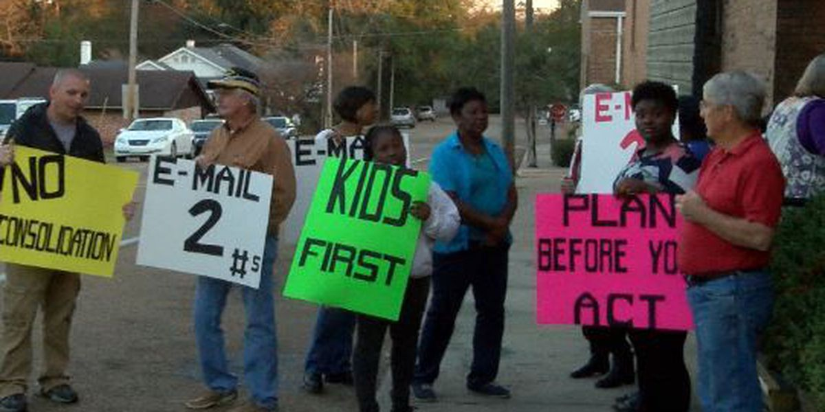 Residents protest school consolidation in Jeff Davis Co.