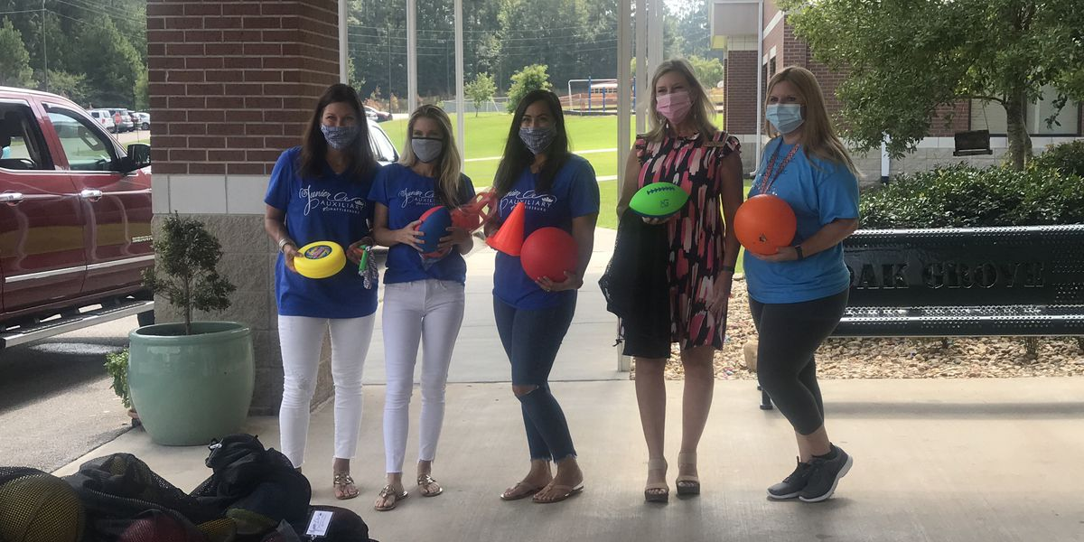 Hattiesburg Junior Auxiliary donates recess bags for Oak Grove elementary students