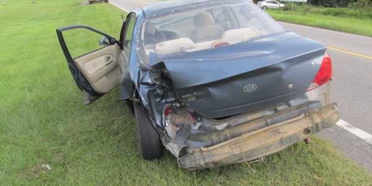 Jones Co. firefighter sustains minor injuries at scene of accident