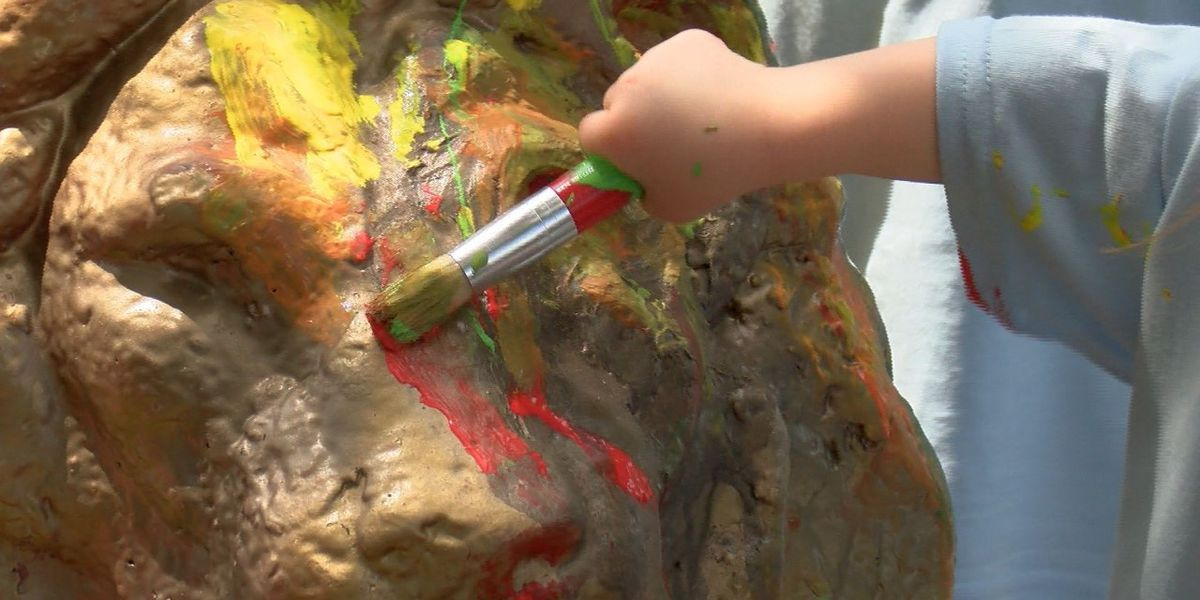 USM fraternity lets kids paint lion statues after learning of social media post