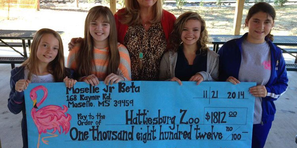 Moselle students present donations to zoo